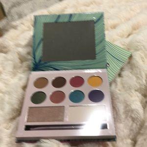 Laura Sanchez Makeup - Laura Sanchez Moods palette NEW